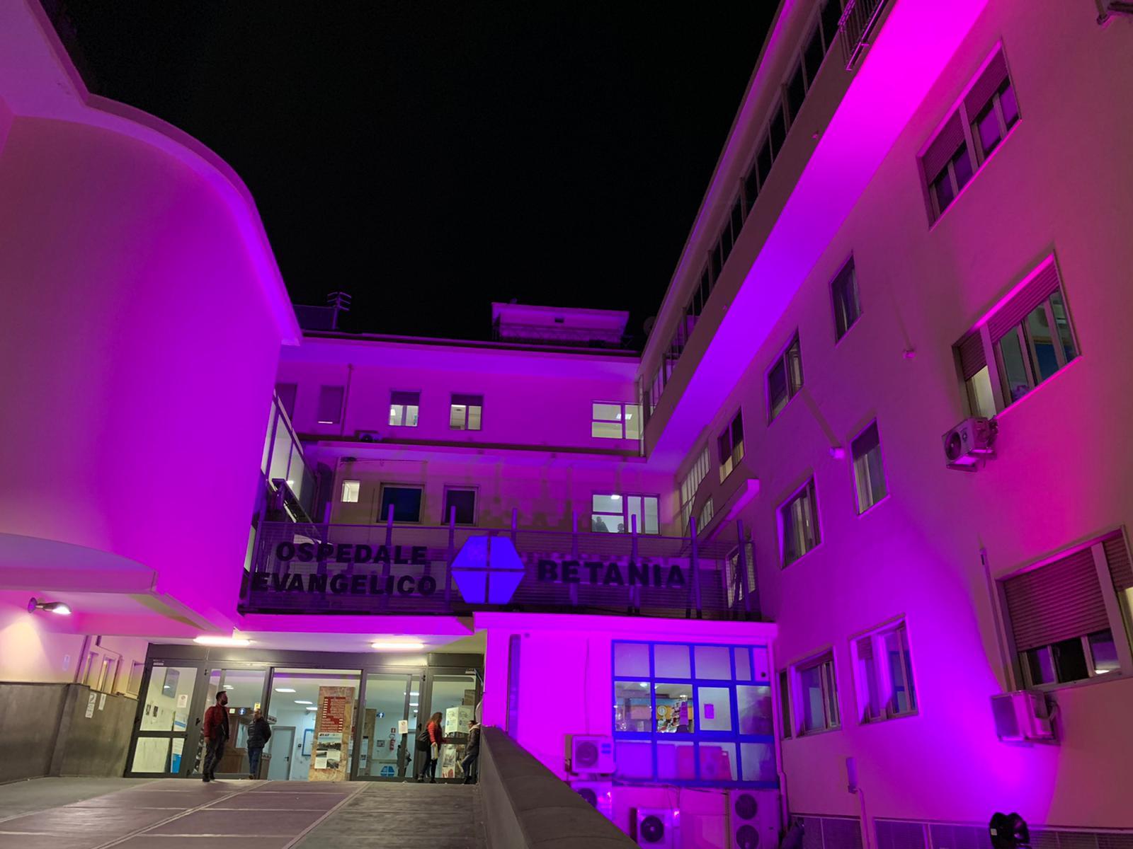 L'Ospedale illuminato di viola per la Giornata mondiale della prematurità